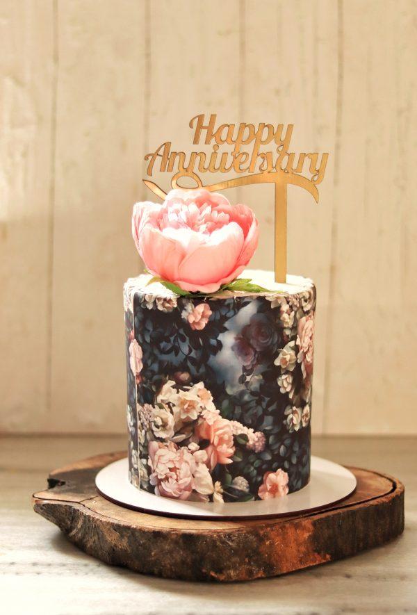 Round Cylindrical Cream Cake with Decoration